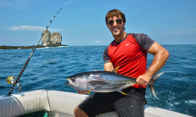 Yelowfin tuna fishing on costa rica pacific coast for Costa rica fishing vacations