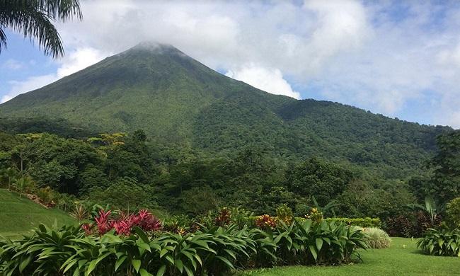 lomas-del-volcan-grounds.jpg